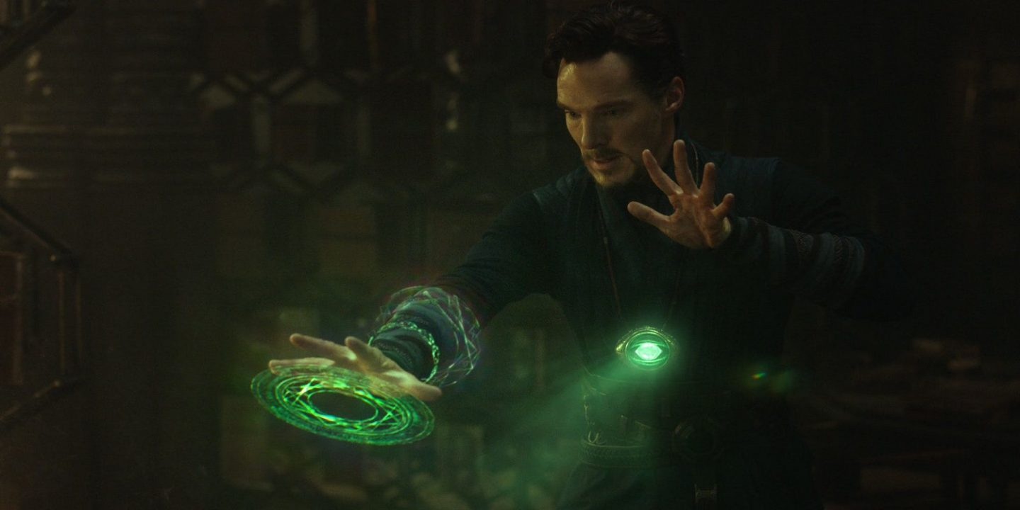 Benedict-Cumberbatch-as-Doctor-Strange-using-the-Eye-of-Agamotto